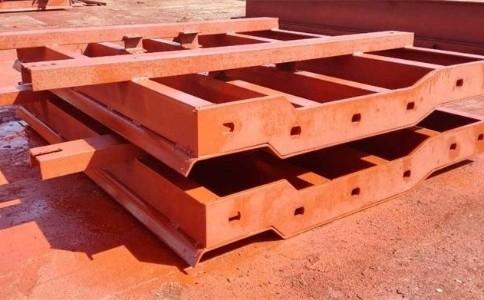 防撞护栏钢模板选择优质钢材来制造有哪些好处呢?